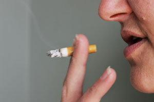 บุหรี่ระเบิดคาปากหนุ่มอินโดฟันหัก6ซี่