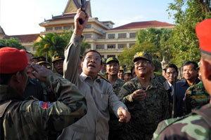 กต.ยินดีฮุนเซนมาเยี่ยมทหารที่เขาพระวิหาร