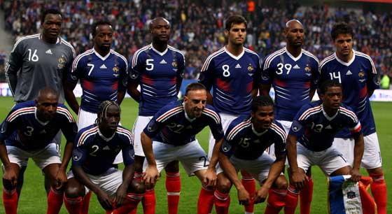 รมช.กีฬาฝรั่งเศสจวกแข้งตราไก่พักรร.หรู