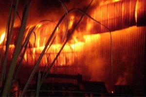 ไฟไหม้ร้านกระเบื้องดังนครฯสูญกว่า2ล้าน