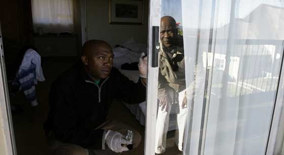 โจรแอฟริกาใต้บุกปล้น 3 นักข่าวตปท.