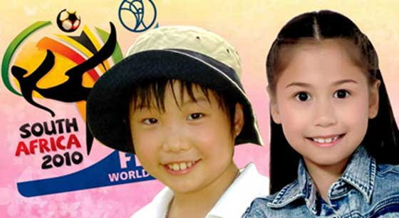 2เด็กไทยจูงมือนักเตะลงสนามนัดชิงบอลโลก