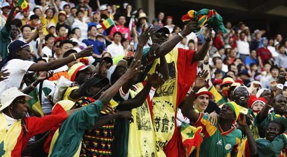 ชาวเซเนกัลแย่งดูบอลโลกระเบียงถล่มดับ11