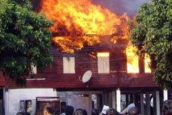 ่สยอง! ไฟไหม้กุฏิ พระชราหนีไม่ทันโดนย่างสด