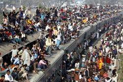 ภาพชาวบังกลาเทศนับแสน เดินทางกลับบ้าน ฉลองเทศกาลอีดุลอัฎฮา