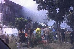 แท็กซี่ชนจยย.ไฟท่วมลามตึกแถว ย่างสด 1 ศพ