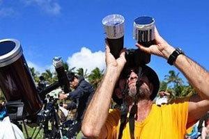 นักท่องเที่ยวชมสุริยุปราคาเกาะอีสเตอร์