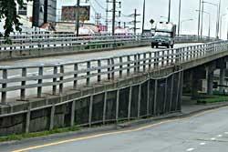 สะพานข้ามแยกท่าพระ น๊อตหาย หวิดถล่ม!!