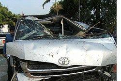 รถตู้โดยสารบางกะปิ-ร่มเกล้า  ซิ่งชนต้นไม้  ดับ 1 ศพ