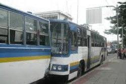 สลด! รถเมล์ไล่ลงไฟแดง ขับทับยายดับคาล้อ