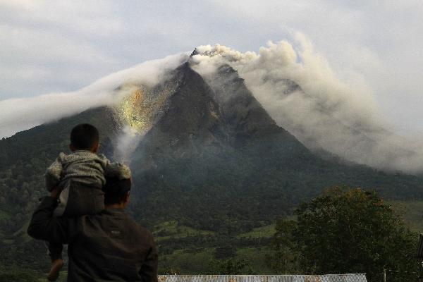อิเหนาหมื่นชีวิตหนีตายพ้นภูเขาไฟระเบิด