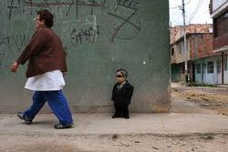 """""""เอ็ดเวิร์ด"""" หนุ่มเตี้ยสุดในโลก"""