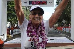 ยายใจอึด! วิ่งมาราธอนวัย 92 ทุบสถิติโลก