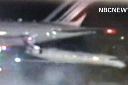 ระทึก! แอร์บัสเฉี่ยวเครื่องบินเล็กหมุน 90 องศา