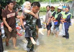 415 ทหารเกณฑ์ไม่ยอมปลดฯ ขอช่วยน้ำท่วมต่อ