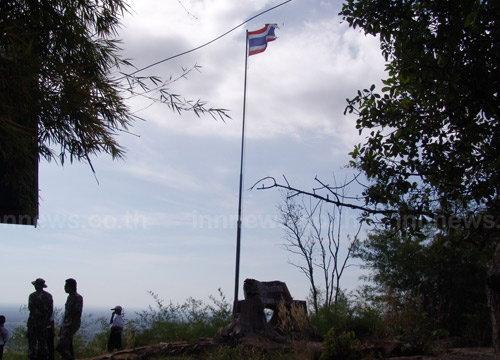 ทหารไทย-เขมรกินข้าวเที่ยงปราสาทตาควาย
