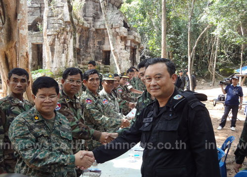 ทหารไทย-เขมรร่วมกินข้าวที่ปราสาทตาควาย