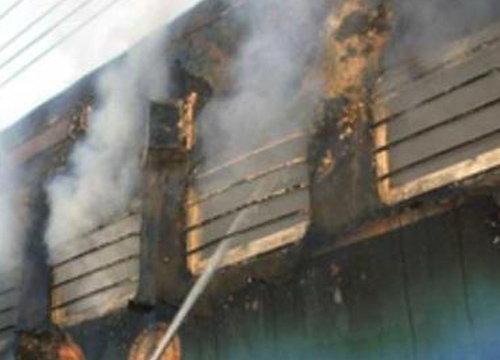 ไฟไหม้ขบวนรถไฟในรัฐมหาราษฏระดับ9ราย