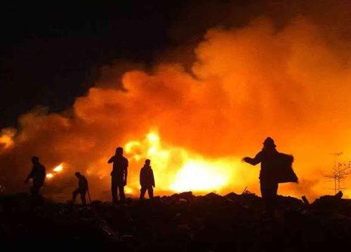 ไฟไหม้ที่เก็บของเก่าซอยโรงเหล็กไร้เจ็บ