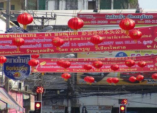 ติดโคมไฟแดงทั่วเมืองพิษณุโลกรับตรุษจีน