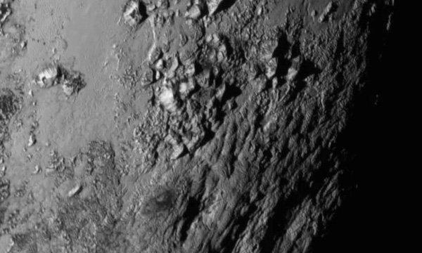 นาซ่าเปิดภาพแรกระยะใกล้พื้นผิวบนดาวพลูโต