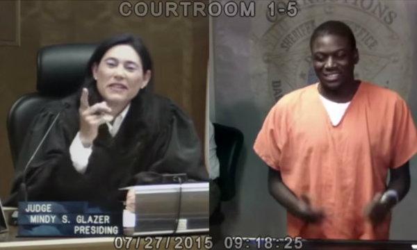 ผู้พิพากษาสาวเจอคนรู้จัก กลายเป็นผู้ต้องหาในศาลอีกแล้ว