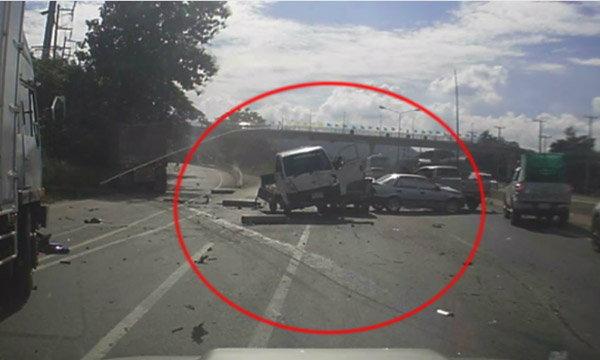 ภาพระทึกรถบรรทุกพ่วงแก๊ซ NGV พุ่งชนเก๋งกลายเป็นกองซากรถ