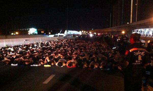 ปิดถนนสกัดจับเด็กแว้นสาวสก๊อย กว่า 437 คน