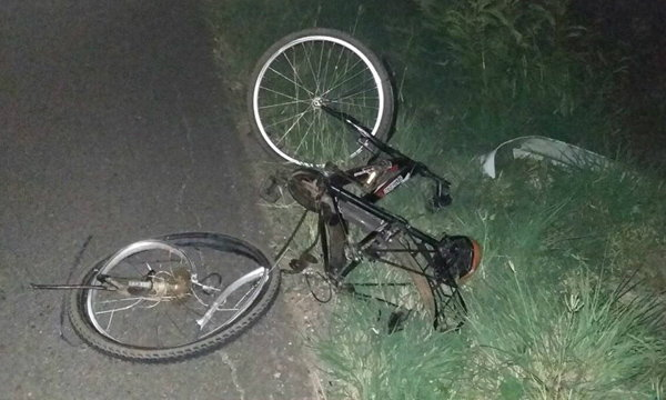 สยอง! รถชนคนปั่นจักรยาน ถูกเหยียบซ้ำร่างเละคาถนน