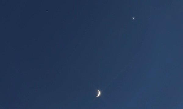 """คนไทยตื่นตา ท้องฟ้าเปิดเผยให้เห็น """"พระจันทร์ยิ้ม"""""""