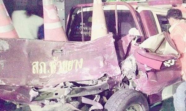 รถตำรวจจอดช่วยอุบัติเหตุ ถูกหกล้อซิ่งเสยท้ายสาหัส