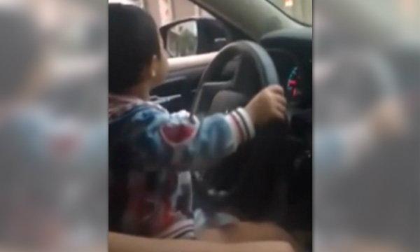 ดราม่าสนั่น คลิปเด็กน้อยเมืองจีน จับพวงมาลัย-ขับรถไกลเป็นกิโล
