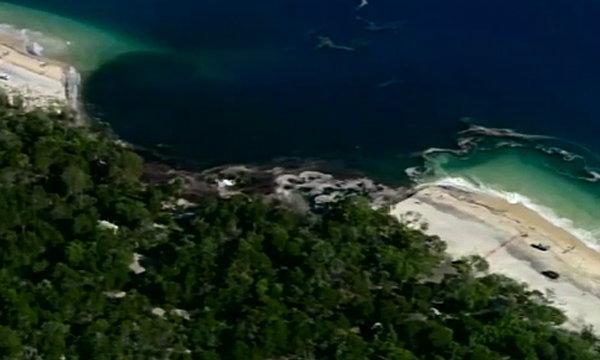เกิดหลุมยุบขนาดยักษ์ ริมชายหาดที่ควีนส์แลนด์ ออสเตรเลีย