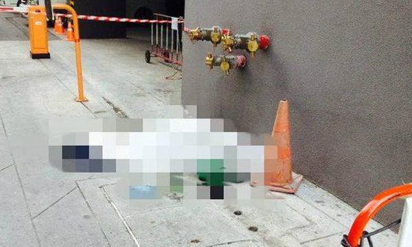 พนักงานเช็ดกระจกคอนโดหรู ดึงเชือกผิดเส้น ร่วงจากชั้น 6 ดับคาที่
