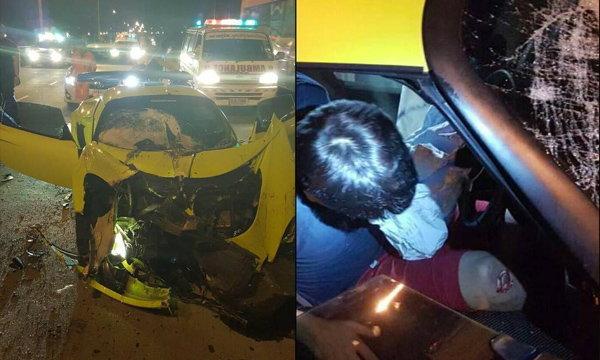 หนุ่มซิ่งสปอร์ตหรูชนท้ายสิบล้อ ขาหักติดคาซากรถ