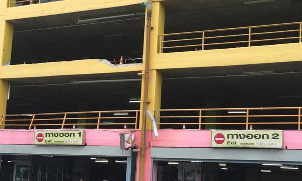 คืบหน้าเก๋งตกตึกจอดรถ ห้างยูเนี่ยนมอลล์ คาดปัญหาคันเร่งค้าง