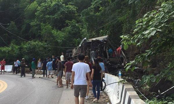 รถบัสโดยสารแหกโค้ง คว่ำทางลงเขาตับเต่า เสียชีวิตแล้ว 8 ศพ