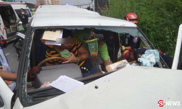 เมียทะเลาะผัวกระชากพวงมาลัยรถ เสียหลักชนร่างติดคาซาก