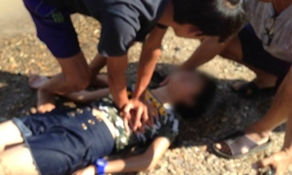 ได้ใจชาวเน็ตอีก ตำรวจโดดช่วย-ปั๊มหัวใจเด็กจมน้ำ จนรอดชีวิต