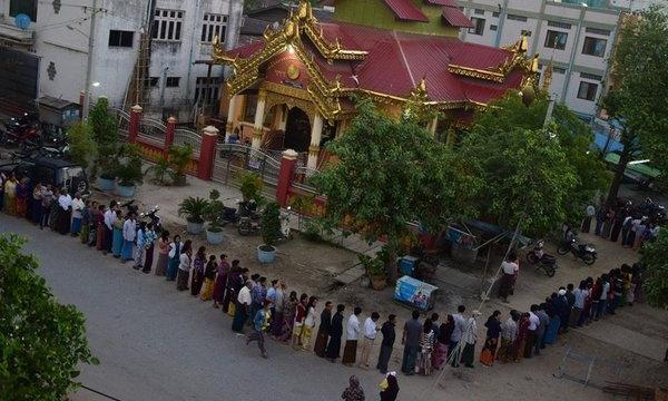เลือกตั้งพม่าครั้งประวัติศาสตร์คึกคัก ประชาชนเข้าคิวรอยาวแต่เช้าตรู่