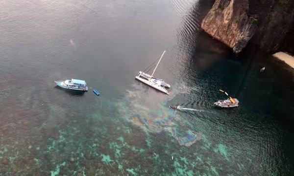ทะเลไทย..ดราม่าต่อ ภาพชัดเรือปล่อยน้ำมันทิ้งอ่าวมาหยา