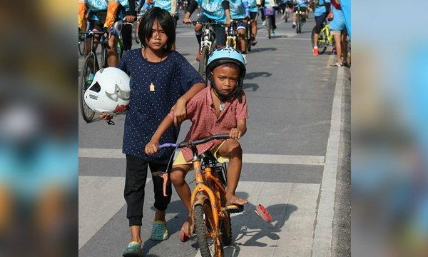 พลังโซเชียล! ตามเจอพี่น้องจักรยานพัง ปั่น Bike for mom