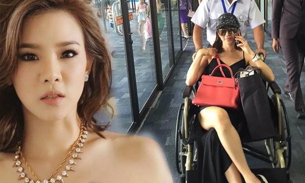 ดราม่า! คริส หอวัง ภาพนั่งรถเข็นผู้ป่วยในสนามบิน