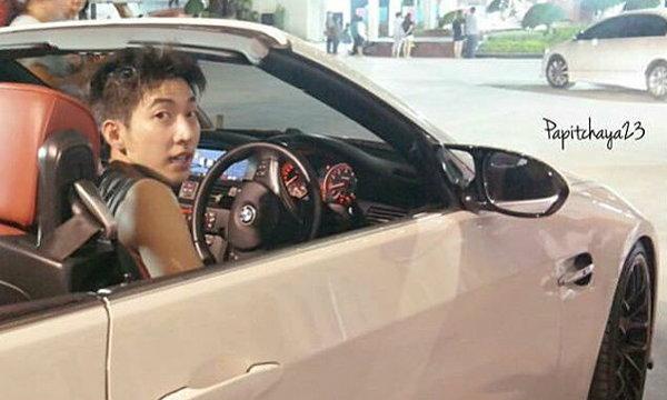 โตโน่ ภาคิน ถอยรถสปอร์ตหรู BMW สีขาวเปิดประทุน