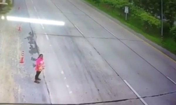 """ชาวเน็ตวิเคราะห์ คลิปรถพ่วงชนสาวใหญ่ สงสัย """"อุบัติเหตุ"""" หรือ """"จงใจ"""""""