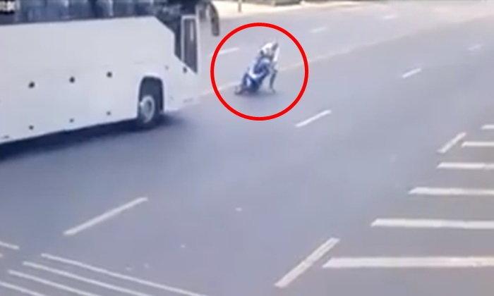 หนุ่มอิตาเลี่ยนเกือบตาย ทิ้งรถหนี-บัสพุ่งใส่มุดเข้าใต้ท้อง