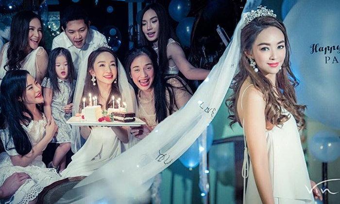ปาร์ตี้วันเกิดคุณแม่หน้าเด็ก เป้ย ปานวาด ครบ 36 ปี