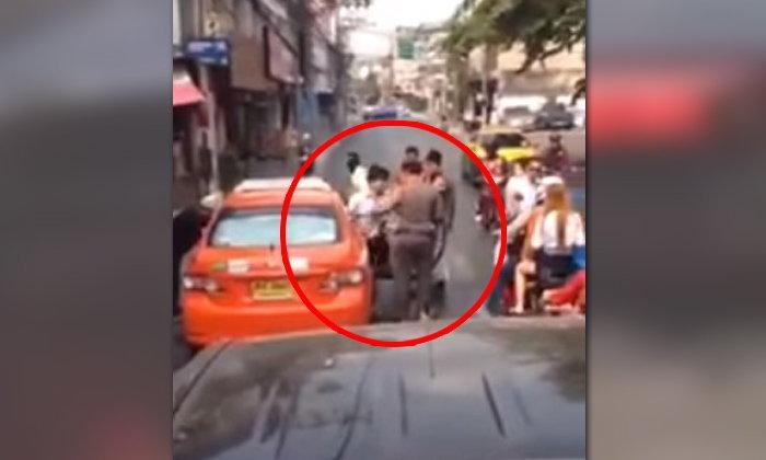 เดือดจัด..ลงแท็กซี่มาต่อยตำรวจ เหตุรถชนเคลียร์ไม่ได้
