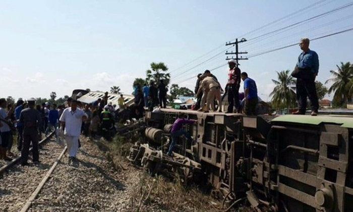 รถบรรทุกวัวฝ่าตัดหน้ารถไฟ ชนคว่ำตกราง ตาย-บาดเจ็บอื้อ