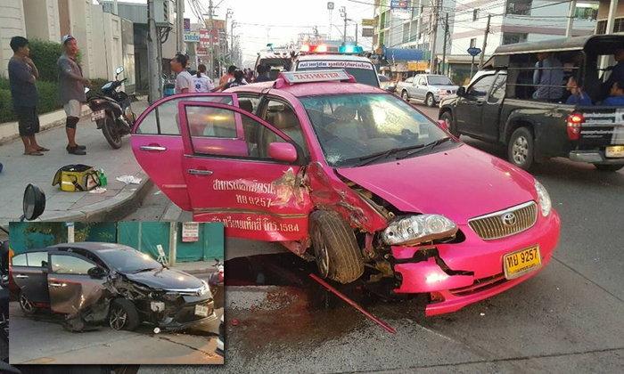 เก๋งชนแท็กซี่พังยับ ซอยหทัยราษฎร์ เจ็บ 7 ราย